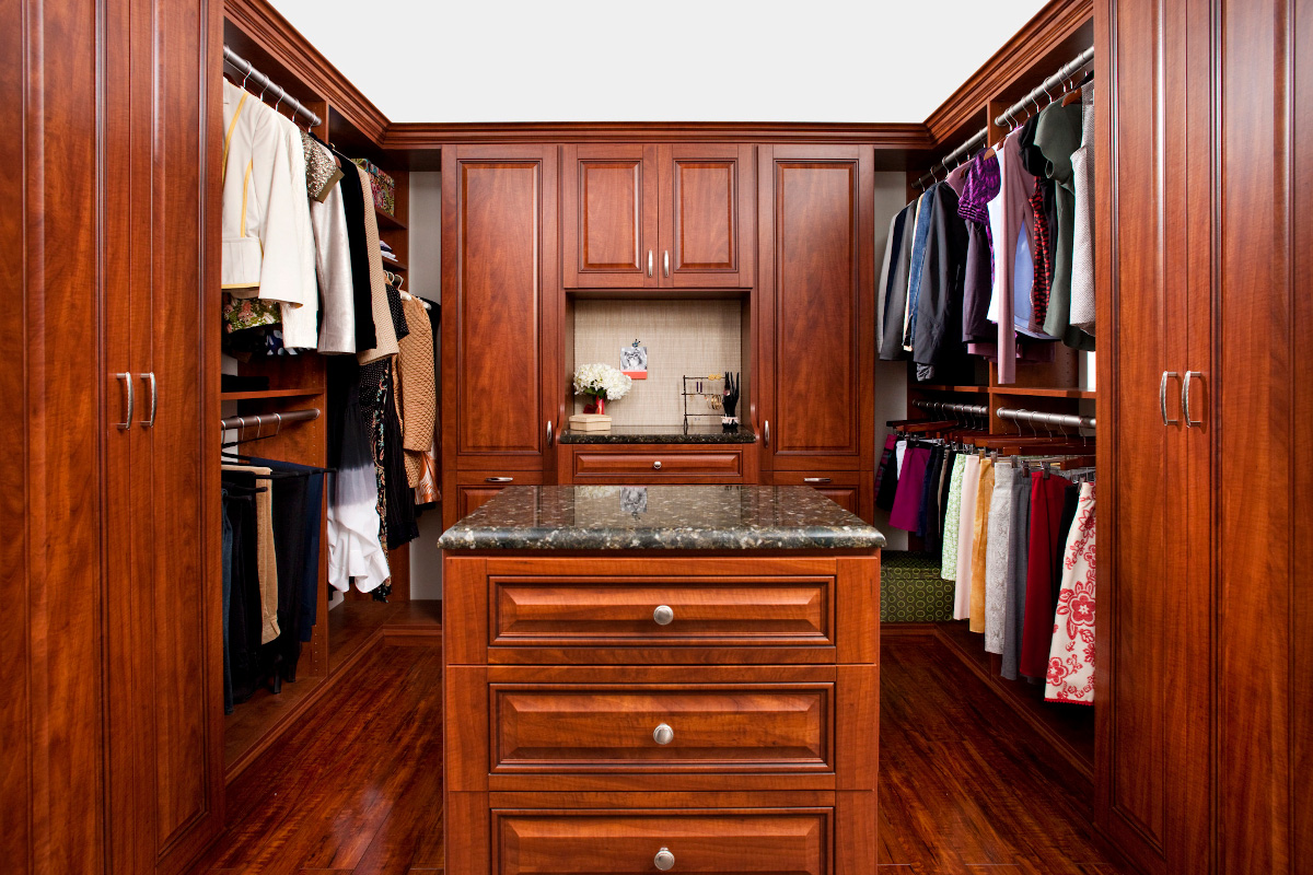 Walk-In & Reach-In Closet Systems in the Eastern Massachusetts Area