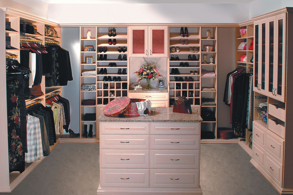 Walk In Amp Reach In Closet Systems In The Eastern Massachusetts Area